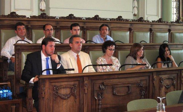 Bancada Del Grupo Socialista En El Pleno Municipal De Valladolid