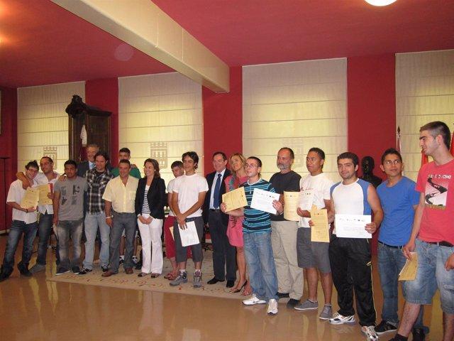 Imagen De La Entrega De Diplomas