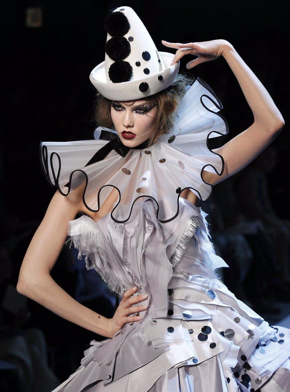 Desfile De Alta Costura De Dior En París