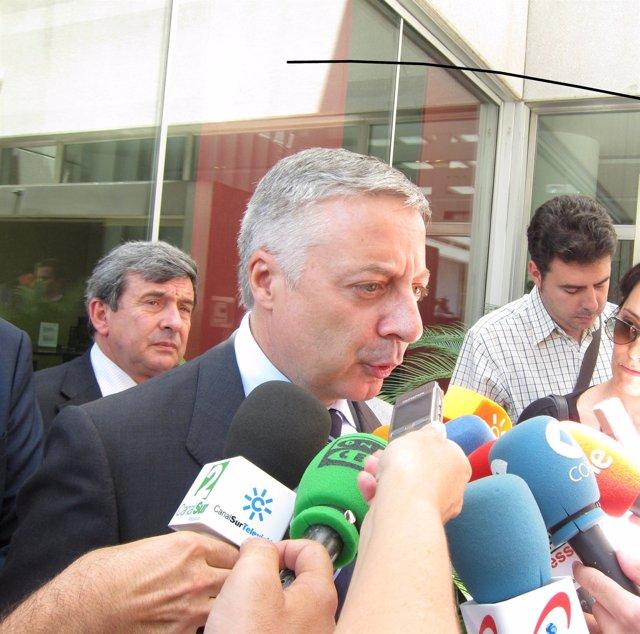 Blanco Atiende A Los Medios En Sevilla