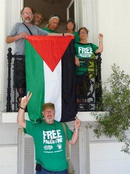 Activistas De Rumbo A Gaza En La Embajada De España En Atenas