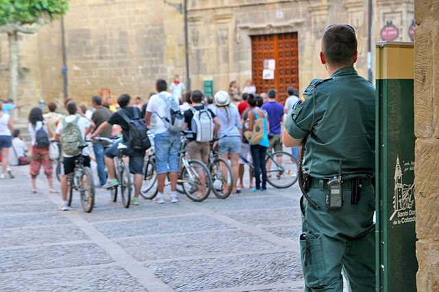 Asamblea En Santo Domingo De La Calzada Vigilada Por La Guardia Civil