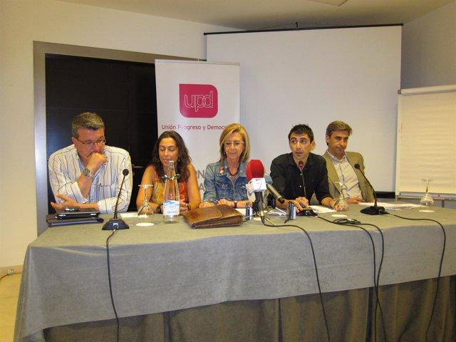 Rosa Díez En El Centro En Un Acto De Partido En Murcia