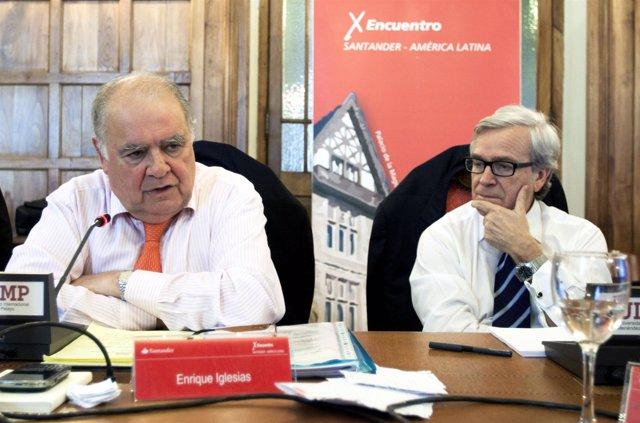 Enrique Iglesias Durante La Rueda De Prensa