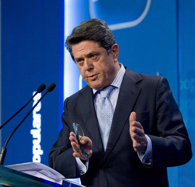 Federico Trillo ofrece una rueda de prensa en la sede del PP