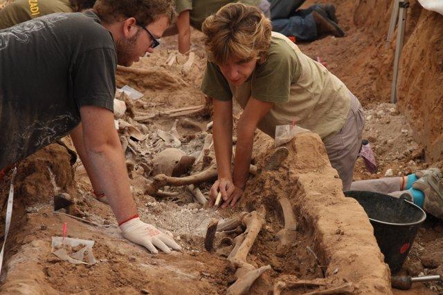Participantes En Las Labores De Exhumación De La Fosa De La Legua (Gumiel )