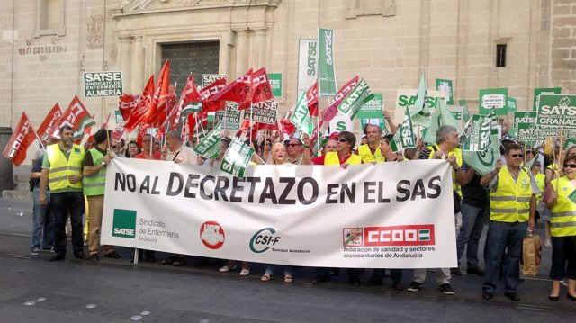 Manifestantes Sindicales Ante La Sede Del SAS