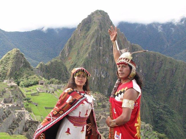 Indígenas En Machu Picchu.
