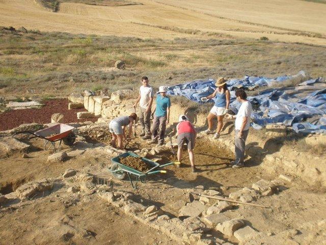 Excavaciones En El Yacimiento De Los Bañales En Uncastillo