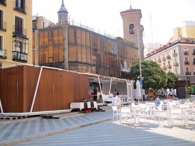 Quiosco De Hostelería En La Plaza De La Luna De Madrid