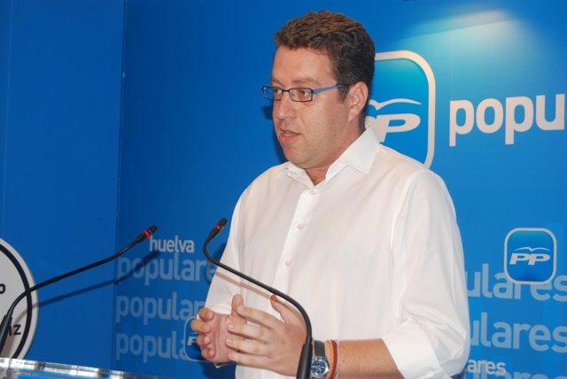 El Coordinador Del Foro 'Soluciones Para La Crisis'  En Huelva, Francisco Riquel