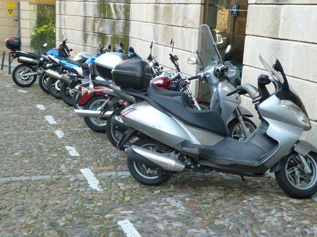 Motos en un aparcamiento