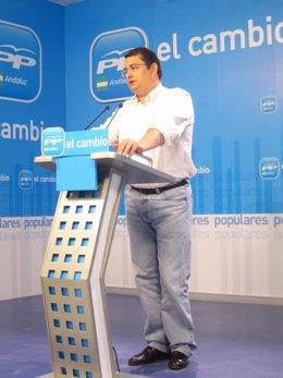 El Secretario General Ddel PP-A, Antonio Sanz, En Rueda De Prensa
