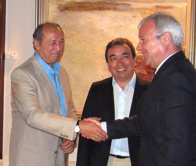 José Antonio Blaya Y Valcárcel Saludándose