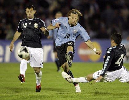 Copa América.- Messi reta a Forlán en el derbi del Río de la Plata