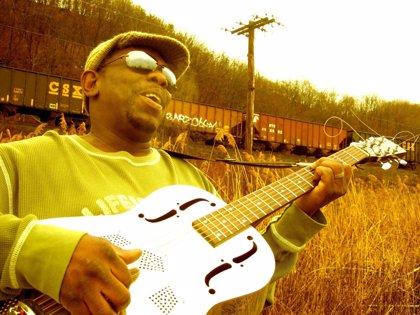 El guitarrista norteamericano Lucky Peterson actúa este viernes en al Festival de Jazz de Peñíscola