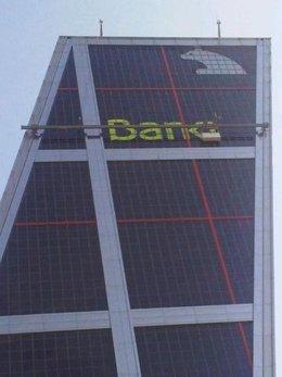 Colocación De La Nueva Marca Bankia En La Torre KIO De Madrid