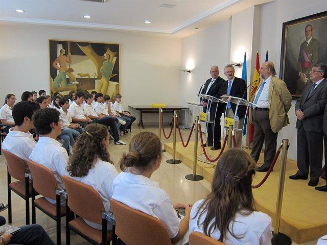 Trevín Recibe A Jóvenes Del Centro Asturiano De México
