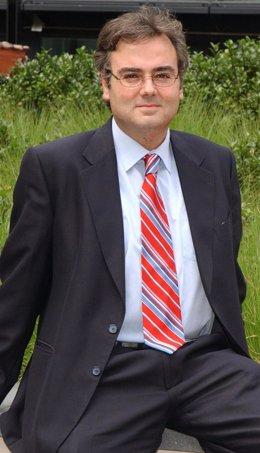 El Escritor Leonardo Cervera