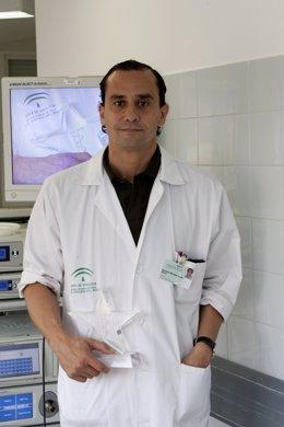 En La Imagen, El Cirujano Del Virgen Del Rocío Salvador Morales
