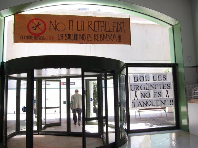 Pancartas Contra Los Recortes Sanitarios En Catalunya