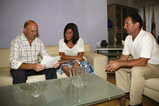 Sáenz De Buruaga Reunida Con El Alcalde De Cabezón De Liébana