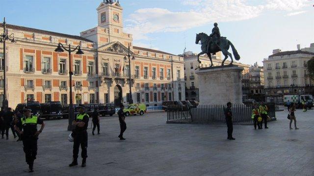 La Policía Blinda La Puerta Del Sol Ante Las Protestas Del 15M