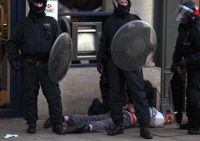 Disturbios Contra La Represión Policial En Londres