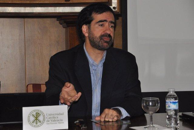 Raúl Medina, Catedrático Oceanografía UC