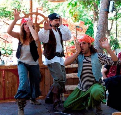El espectáculo 'el viaje saludable de un pirata indomable' educa al público infantil de Barbastro