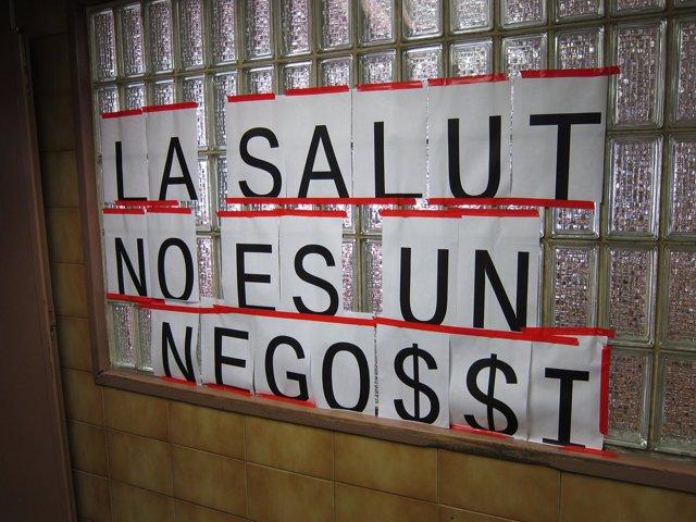 Pancarta Contra Los Recortes Sanitarios En Catalunya