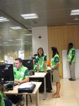 Unos Voluntarios En El Centro De Coordinación Del Voluntariado Del CISEM JMJ2011