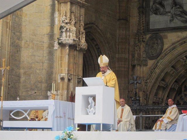 El Arzobispo De Oviedo, Jesús Sanz Montes En La Misa De Envío.
