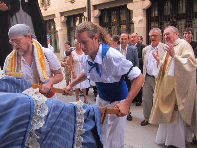 Xavier Trias En La Puerta De La Iglesia Santa María De Grácia