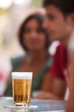 Gente Tomando Una Cerveza