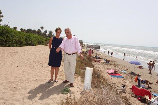 Integrantes Del Equipo De Gobierno De Marbella En Una Playa