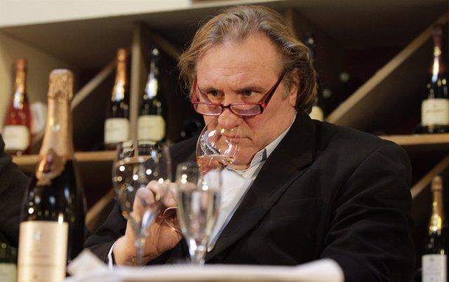 Gerard Depardieu Catando Vino