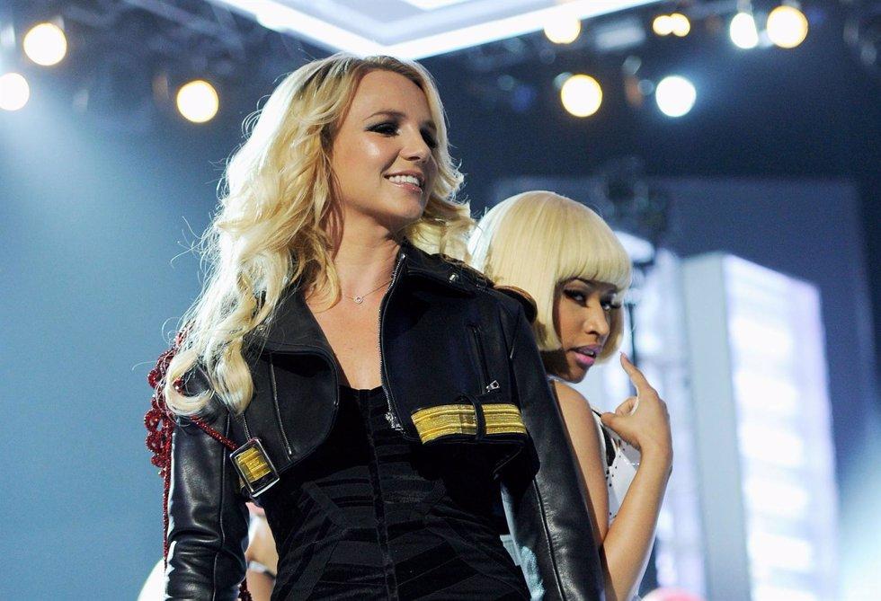 Britney Spears Sonriente Durante Una Actuación