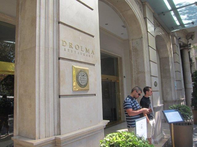 Placa Del Drolma, En La Entrada Del Hotel Majestic