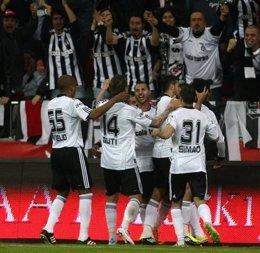 El Besiktas Celebra El Primer Gol