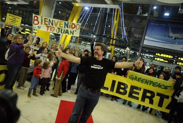 Juan Lopez De Uralde Llega Al Aeropuerto De Barajas