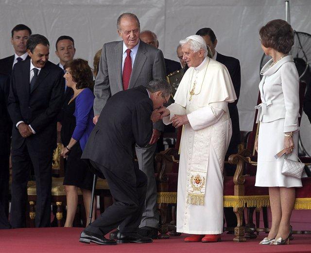 Gallardón En El Besamanos Al Papa En Barajas