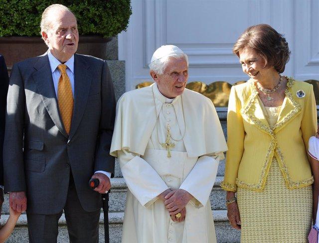 Los Reyes Reciben Al Papa En La Zarzuela