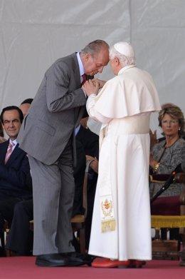El Rey Recibe Al Papa En Barajas