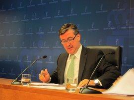 Marín desmiente que se haya privatizado la gestión de las nóminas de los trabajadores de la Consejería de Educación