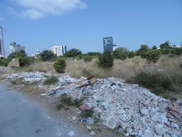 Escombros Ilegales En Avenida Juan Carlos I En Murcia