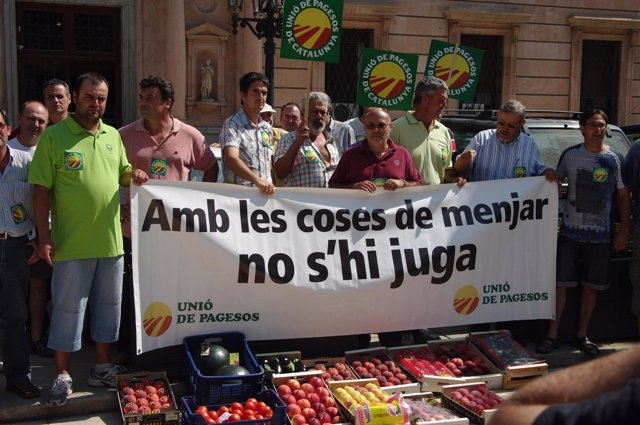 Unió De Pagesos Protesta Contra El Boicot Francés