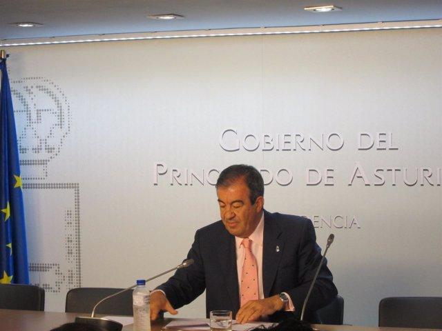 Cascos, En La Sede De La Presidencia