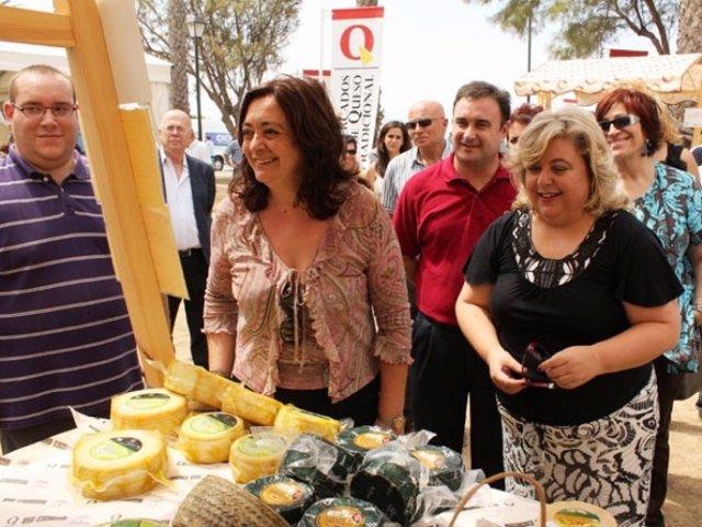 Mar Moreno Y Clara Aguilera, En La Muestra 'Los Mercados De Queso Tradicional'