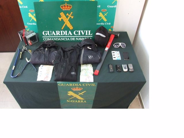 Material Incatado Por La Guardia Civil.